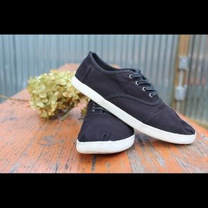 TOMS Black Canvas Cordones Sneakers